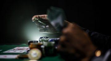 Poker online, perché è diverso da quello tradizionale?