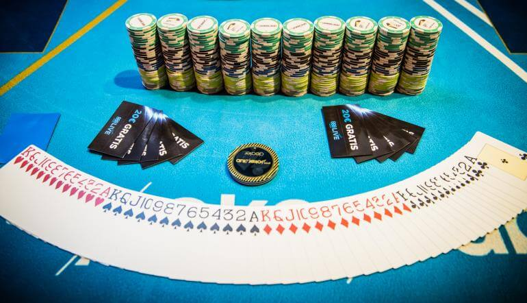 poker omaha e poker texas hold'em similitudini e differenze